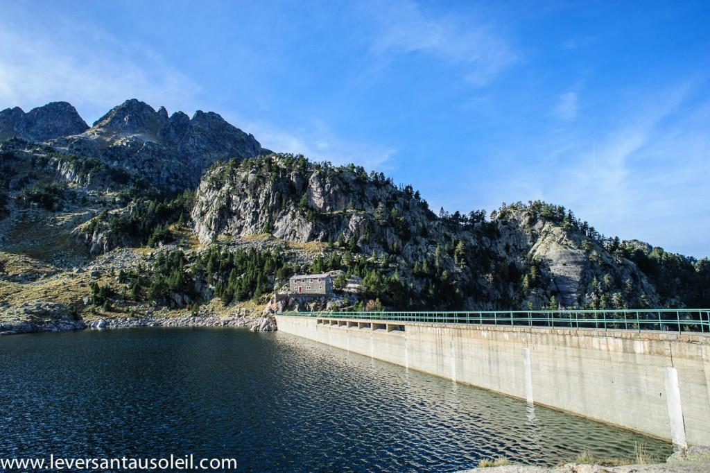 Barrage et ancien refuge de Colomers